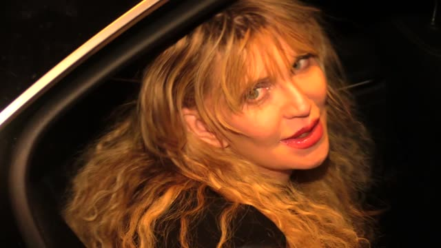 stockvideo's en b-roll-footage met courtney love at craigs in westwood in celebrity sightings in los angeles - courtney love