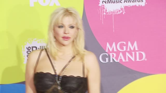 stockvideo's en b-roll-footage met courtney love at the 2006 billboard music awards at the mgm grand hotel in las vegas nevada on december 4 2006 - courtney love