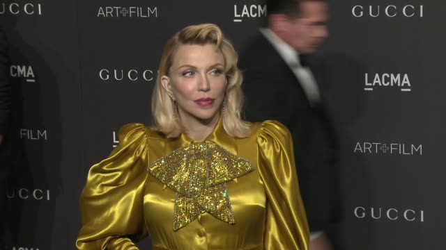 stockvideo's en b-roll-footage met courtney love at the 2018 lacma art film gala honoring catherine opie guillermo del toro and presented by gucci at lacma on november 03 2018 in los... - courtney love