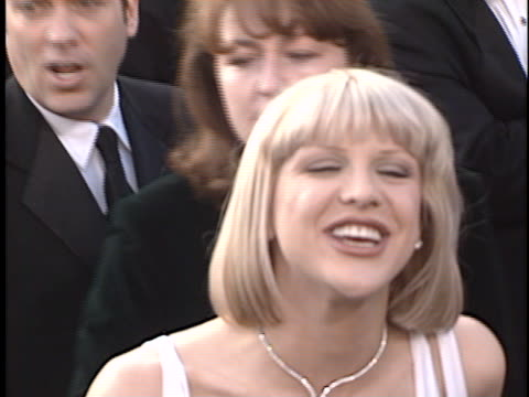 courtney love at the academy awards 97 at shrine auditorium. - shrine auditorium stock-videos und b-roll-filmmaterial