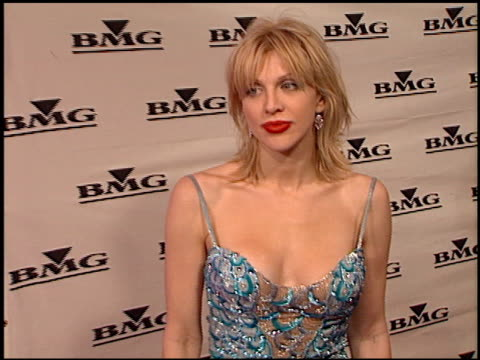 stockvideo's en b-roll-footage met courtney love at the bmg grammy awards party on february 23 2000 - courtney love