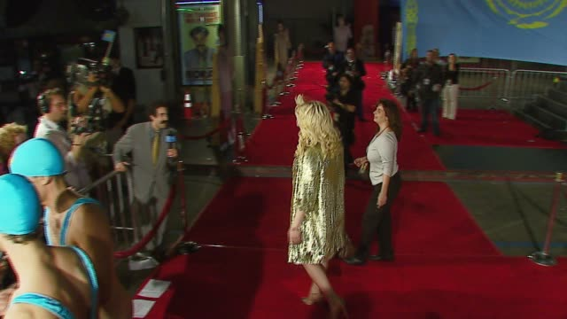 courtney love at the 'borat cultural learnings of america for make benefit glorious nation of kazakhstan' world premiere at grauman's chinese theatre... - courtney love stock videos & royalty-free footage