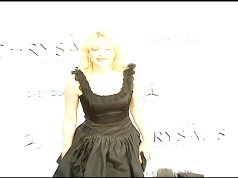 stockvideo's en b-roll-footage met courtney love at the chrysalis' fifth annual butterfly ball at private residence in bel air california on june 10 2006 - courtney love