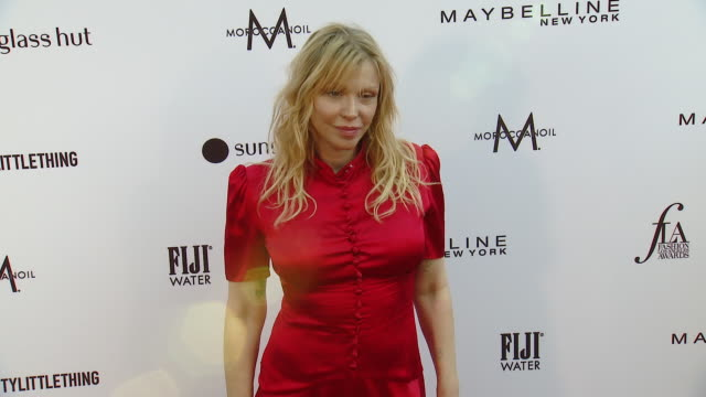 courtney love at the daily front row fashion los angeles awards 2019 in los angeles, ca 3/17/19 - コートニー・ラブ点の映像素材/bロール