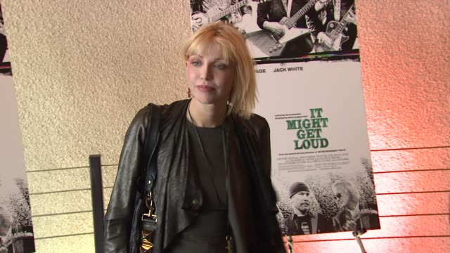 stockvideo's en b-roll-footage met courtney love at the 'it might get loud' special screening at new york ny - courtney love
