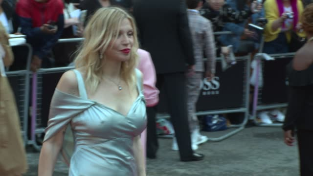 stockvideo's en b-roll-footage met courtney love on september 05 2017 in london england - courtney love