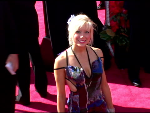 vídeos y material grabado en eventos de stock de courtney peldon at the 2006 primetime emmy awards arrivals at the shrine auditorium in los angeles, california on september 19, 2004. - premio emmy anual primetime
