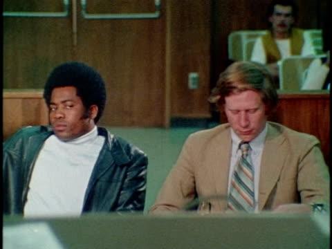 1971 montage courtroom scene / los angeles, california / audio - 1971 stock-videos und b-roll-filmmaterial