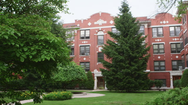WS Courtyard apartment day