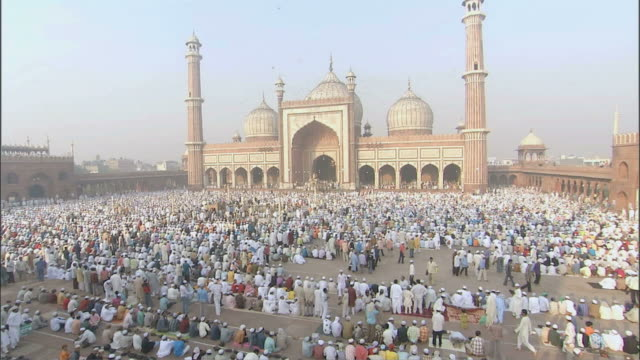 WS CS Courtyard filled with people preparing for pray in Jama Masjid /Delhi, National Territory of Delhi, India