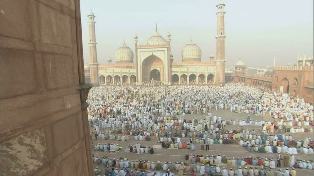 MS Courtyard filled with people preparing for pray in Jama Masjid /Delhi, National Territory of Delhi, India