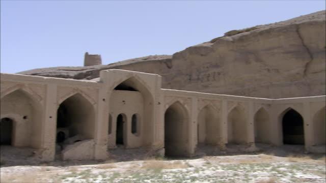 ws pan courtyard of caravanserai, iran - inn stock videos & royalty-free footage
