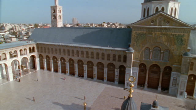 ws, ha, courtyard of grand mosque of damascus, damascus, syria - mosque stock videos & royalty-free footage
