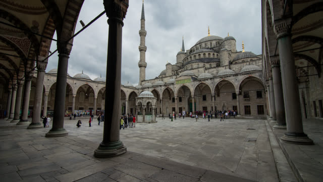 T/L Courtyard of the Blue Mosque in Istanbul, Turkey