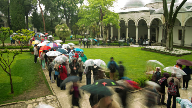 t/l zo courtyard of topkapi palace in istanbul, turkey with umbrellas - topkapi palace stock videos and b-roll footage