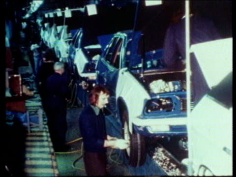 coventry tx 30.4.76 car engines on production line austin princess cars on production line man fitting wheel london imperial college rushes 28.4.83... - コベントリー点の映像素材/bロール