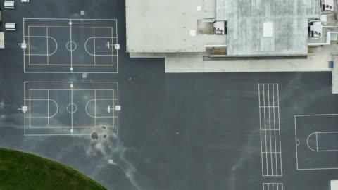 covid 19 shelter hemma - empty school baseball field och playground - skolbyggnad bildbanksvideor och videomaterial från bakom kulisserna