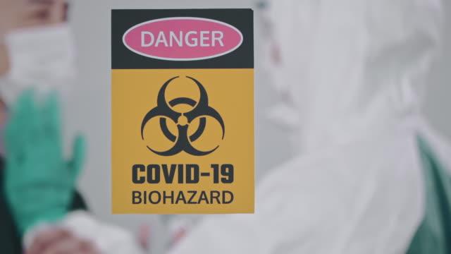 covid-19 : temperaturprüfung - zoll und einwanderungskontrolle stock-videos und b-roll-filmmaterial