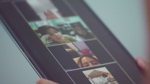 effetto covid-19: distanziamento sociale, lavorare da casa - webcam video stock e b–roll