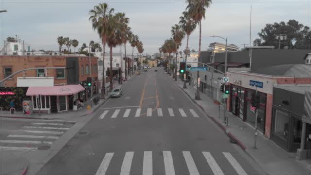 vidéos et rushes de covid-19 empty city venice beach california - a l'abandon