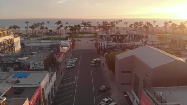 vidéos et rushes de covid-19 empty city venice beach california - venice californie