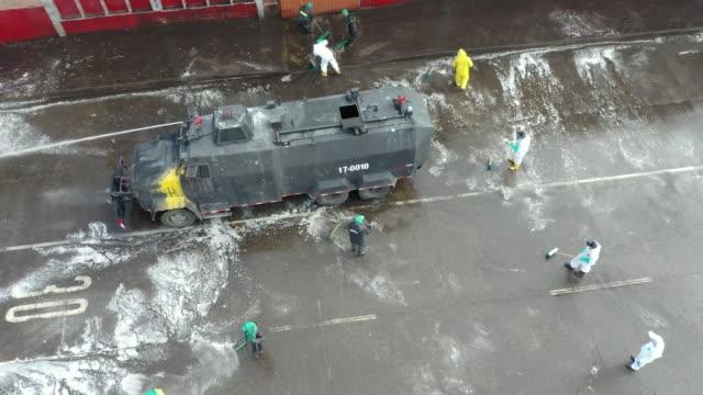 vídeos y material grabado en eventos de stock de covid19 forces authorities to clean and disinfect the main distribution centre in colombia - colombia