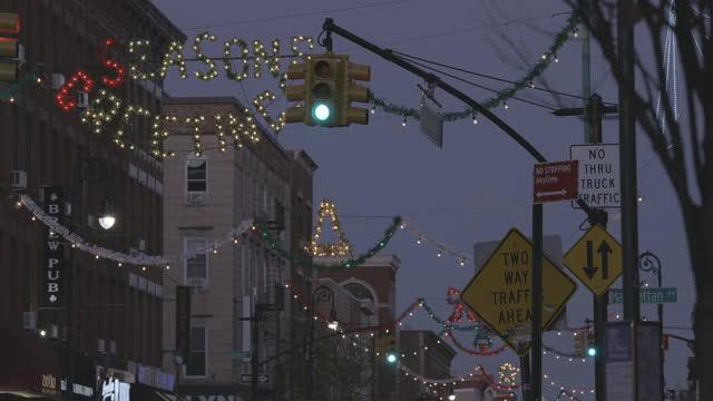 covid-19 pandemic. brooklyn, nyc. christmas scenes. - christmas tree stock videos & royalty-free footage