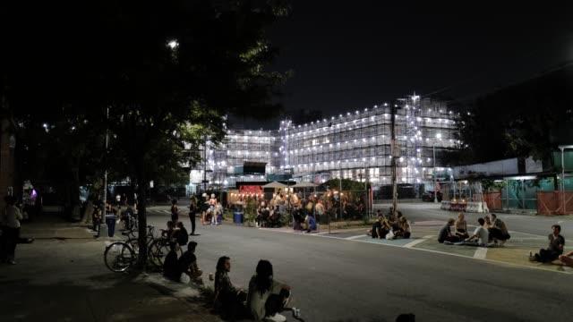 vídeos y material grabado en eventos de stock de covid-19 pandemic. brooklyn, nyc. social distancing outdoor dining & leisure. - refugiarse en un lugar concepto