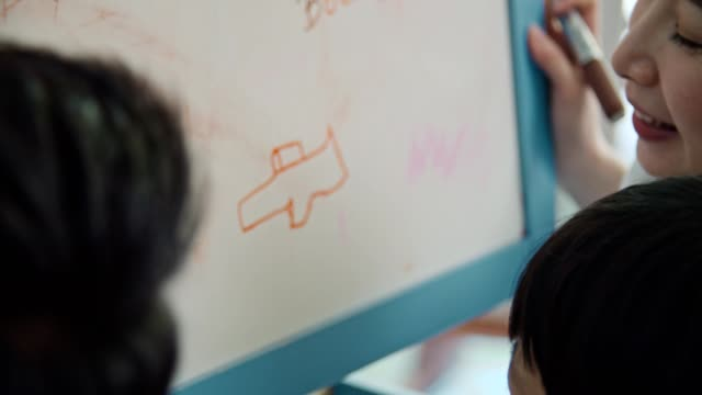 vidéos et rushes de covide-19 quarantaine : homeschooling - série d'émotions