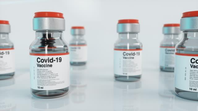 flaconcino vaccino covid-19, scivolo - vaccino video stock e b–roll