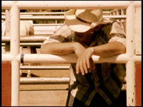 stockvideo's en b-roll-footage met cowboy at the rodeo - alleen één mid volwassen man