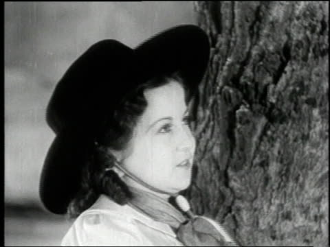vidéos et rushes de 1938 montage cowboy singing with his girl in the film 'terror of tiny town' / united states - ouest américain