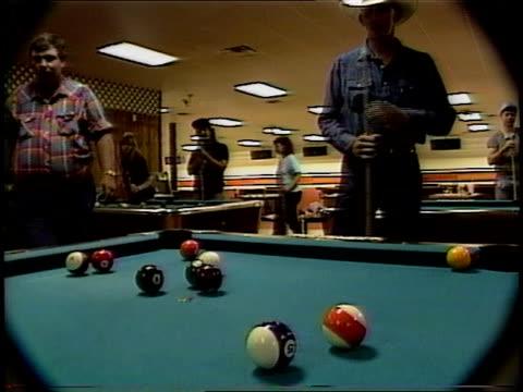 cowboys playing pool in missouri - cappello da cowboy video stock e b–roll