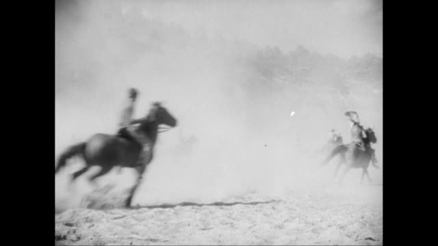 vídeos de stock e filmes b-roll de ws cowboys shooting rifle while riding horses during fight / united states - cultura tribal da américa do norte