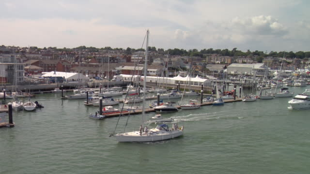 vidéos et rushes de low aerial cowes waterfront featuring cowes yacht haven / cowes, isle of wight, united kingdom - cowes