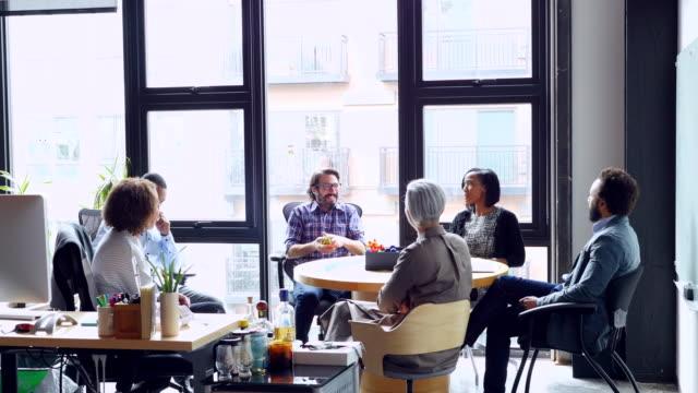 vídeos y material grabado en eventos de stock de ms coworkers discussing team project in high tech office - silla de oficina