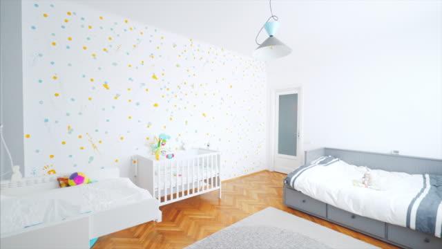 vídeos y material grabado en eventos de stock de acogedora habitación de bebé. - parvulario dormitorio