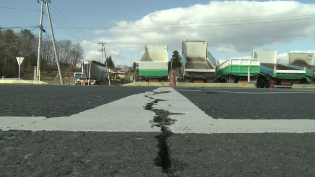 crack in road near ichinoseki city following the tohuku earthquake of march 2011.   filmed on 3rd april 2011 - erdbeben stock-videos und b-roll-filmmaterial