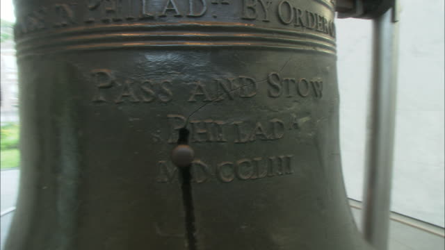 a crack runs down the length of the liberty bell. - liberty bell stock videos & royalty-free footage