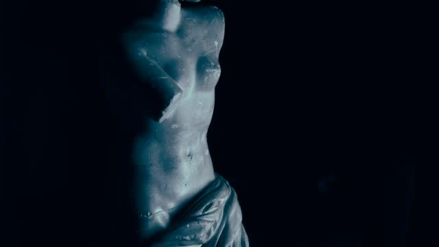 cracked neck  figurine spins around