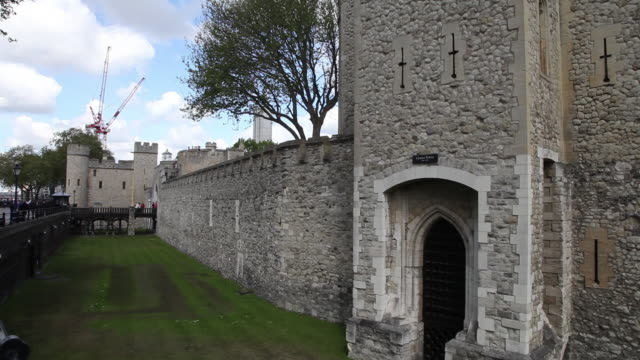 cradle tower and the moat, tower of london - tower of london stock videos & royalty-free footage