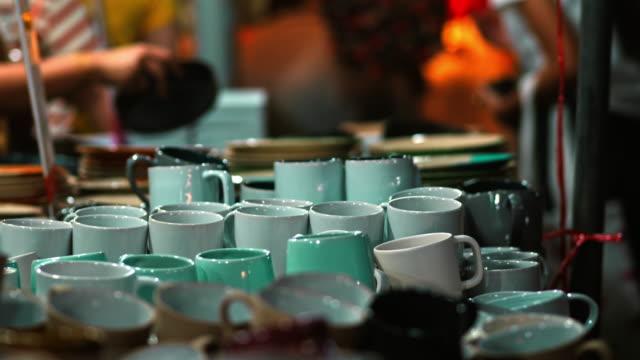 フリーマーケットでクラフト食器用セラミックス - 陶器点の映像素材/bロール