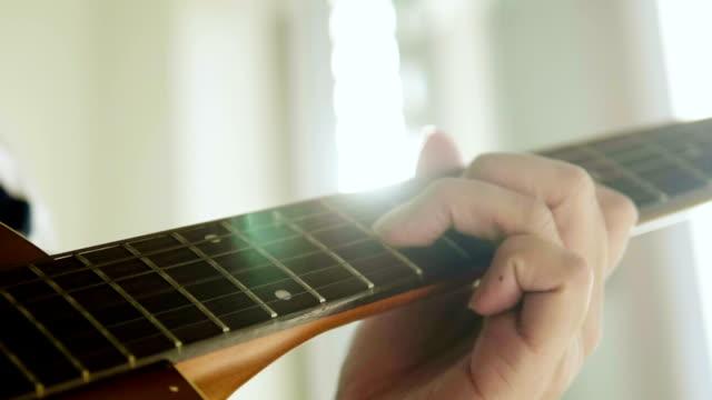 fertige musik und lens flare - akkord stock-videos und b-roll-filmmaterial