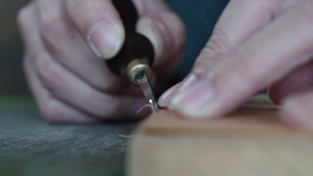 craftsman handcrafting leather wallet - craftsperson stock videos & royalty-free footage