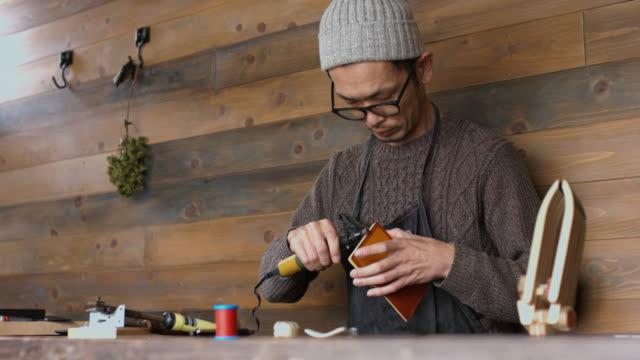 職人のハンド グラインダーを使用 - craft点の映像素材/bロール