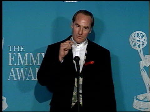 craig t nelson at the 1992 emmy awards at the pasadena civic auditorium in pasadena california on september 1 1992 - anno 1992 video stock e b–roll