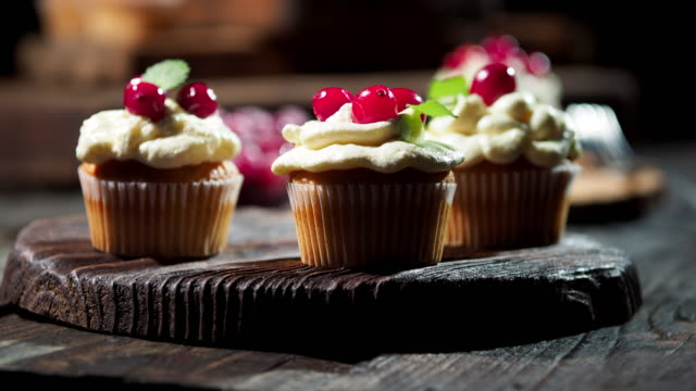 cranberry cupcakes - dolly shot stock videos & royalty-free footage