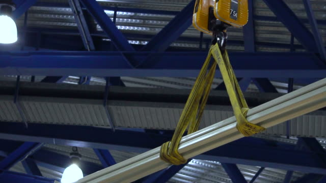 crane-construction site - stahl stock-videos und b-roll-filmmaterial