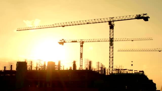 crane konstruktion. - kran stock-videos und b-roll-filmmaterial