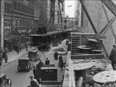 vídeos de stock e filmes b-roll de b/w 1930/31 crane lifting steel beam in empire state building construction / nyc / industrial - 1931